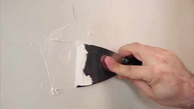 Comment reboucher un trou dans un mur ?